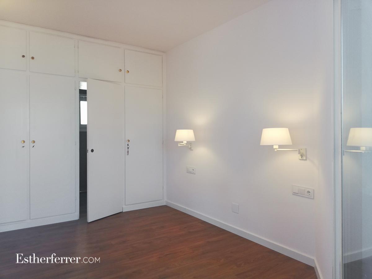 reforma integral de ático en el Putget: dormitorio