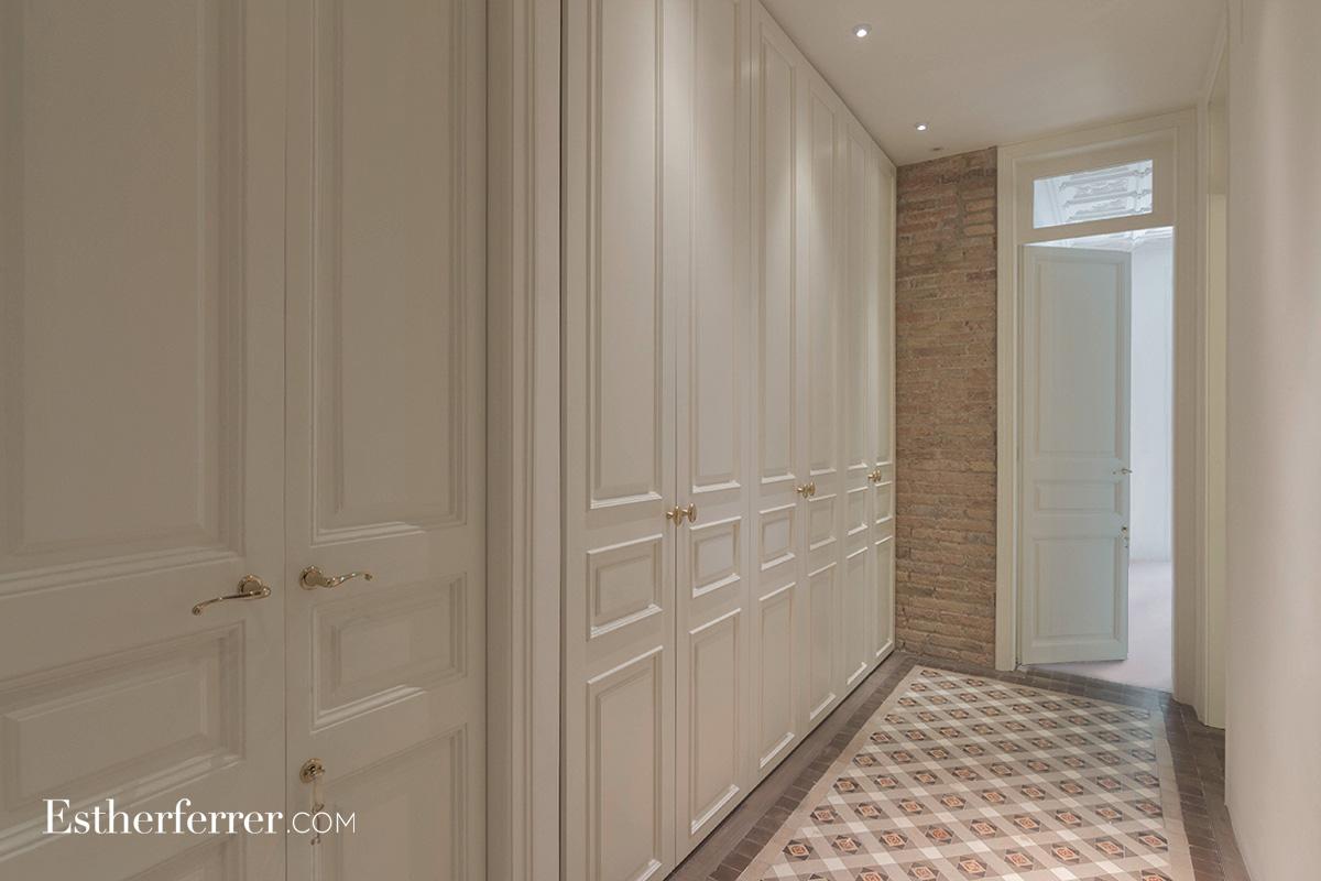 Reforma integral de piso modernista en l'Eixample. vestidor clásico y nolla